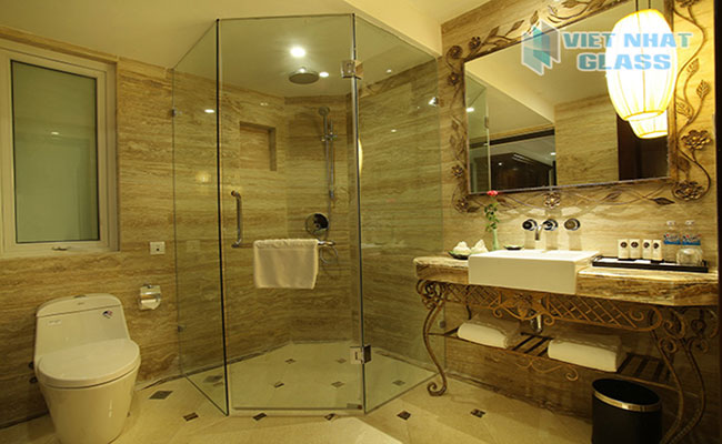 Phòng tắm kính cường lực cửa mở giá rẻ tphcm