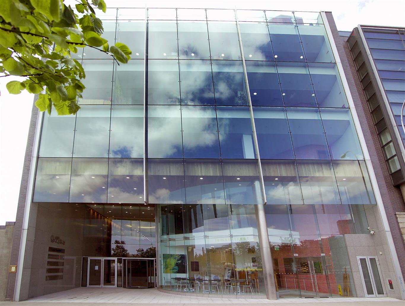 Thi công mặt dựng kính – Giải pháp tối ưu cho tòa nhà