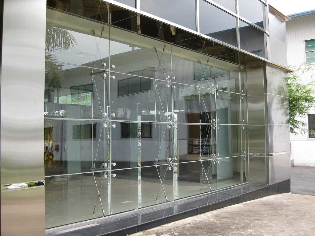 Giải pháp tối ưu cho tòa nhà bằng mặt dựng kính hệ chân nhện