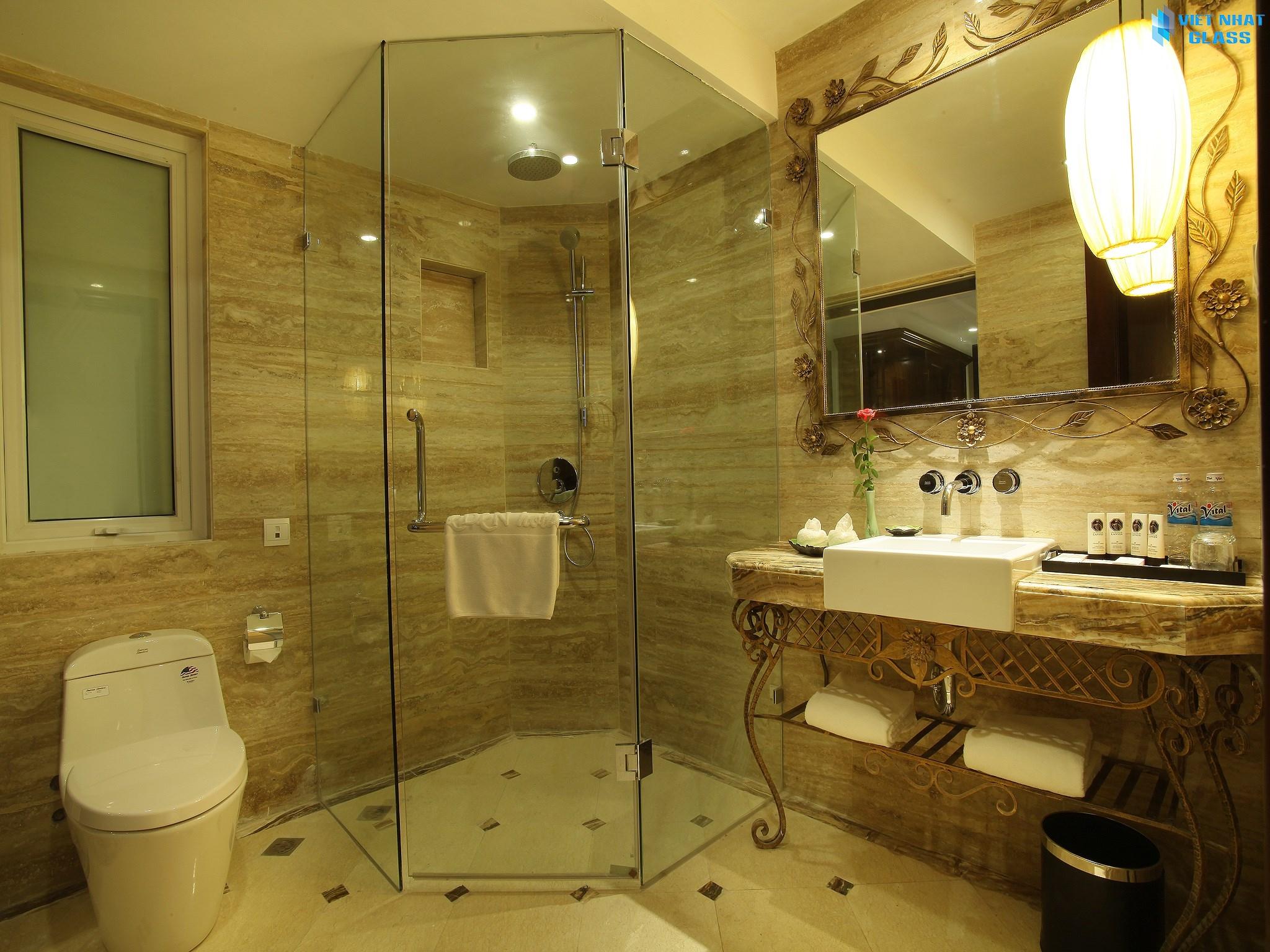 Mẫu thiết kế phòng tắm kính cường lực đẹp